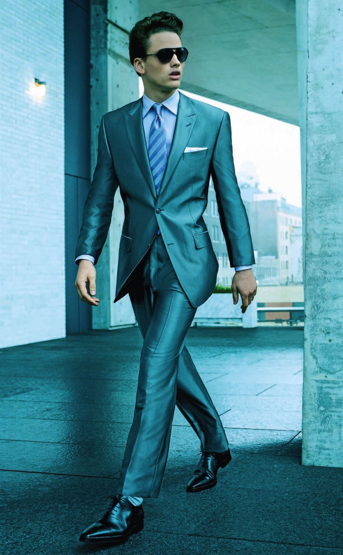 efac1b877bc681 Shiny suits can be cool. | Authentic Chic | Mens fashion:__cat__ ...