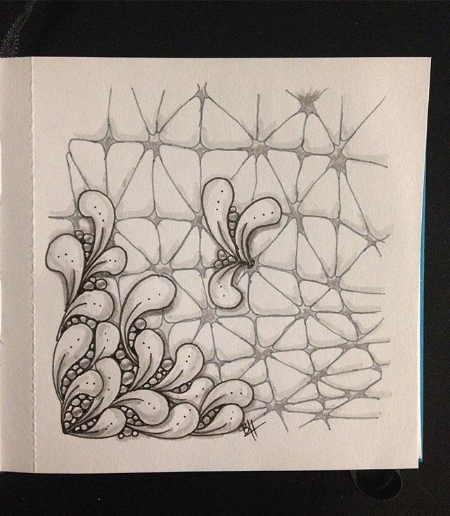 The Diva's weekly challenge #290: Duotangle Nzeppel + Flux  #iamthedivacztchallenge #dc290 #zentangle #zentangleart #zentangletile #nzepple #flux #sketchbook #blackandwhite #pattern #tangle #doodle #doodleart