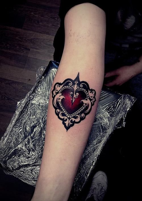 beautiful heart done by olie siiz in blackstar studio warsaw rh pinterest co uk Gothic Tattoos for Men gothic black heart tattoos