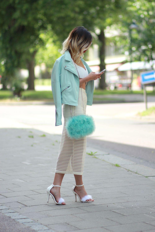 4ffbbc2b849c Fashion street style    Summer outfit    Fluffy heels    Fluffy bag River  Island    Mint jacket    Mesh skirt