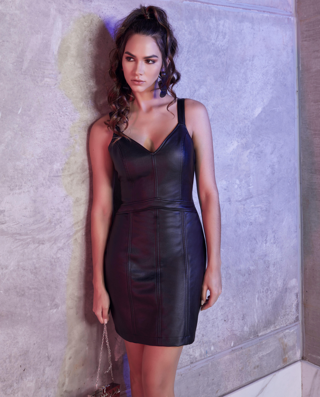 64e4e331a Vestido Curto Justo Decote V Fechamento por zíper costas #luleg  #modafeminina #inverno19 #