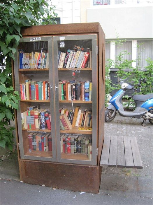 Öffentlicher Bücherschrank, Querallee, Kassel, D Image