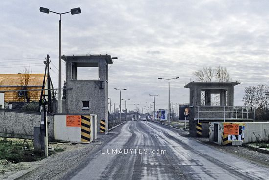 Geoffneter Grenzubergang An Der Waltersdorfer Chaussee Zwischen Rudow Und Schonefeld Berliner Mauer West Berlin Berlin Wall Berlin Germany