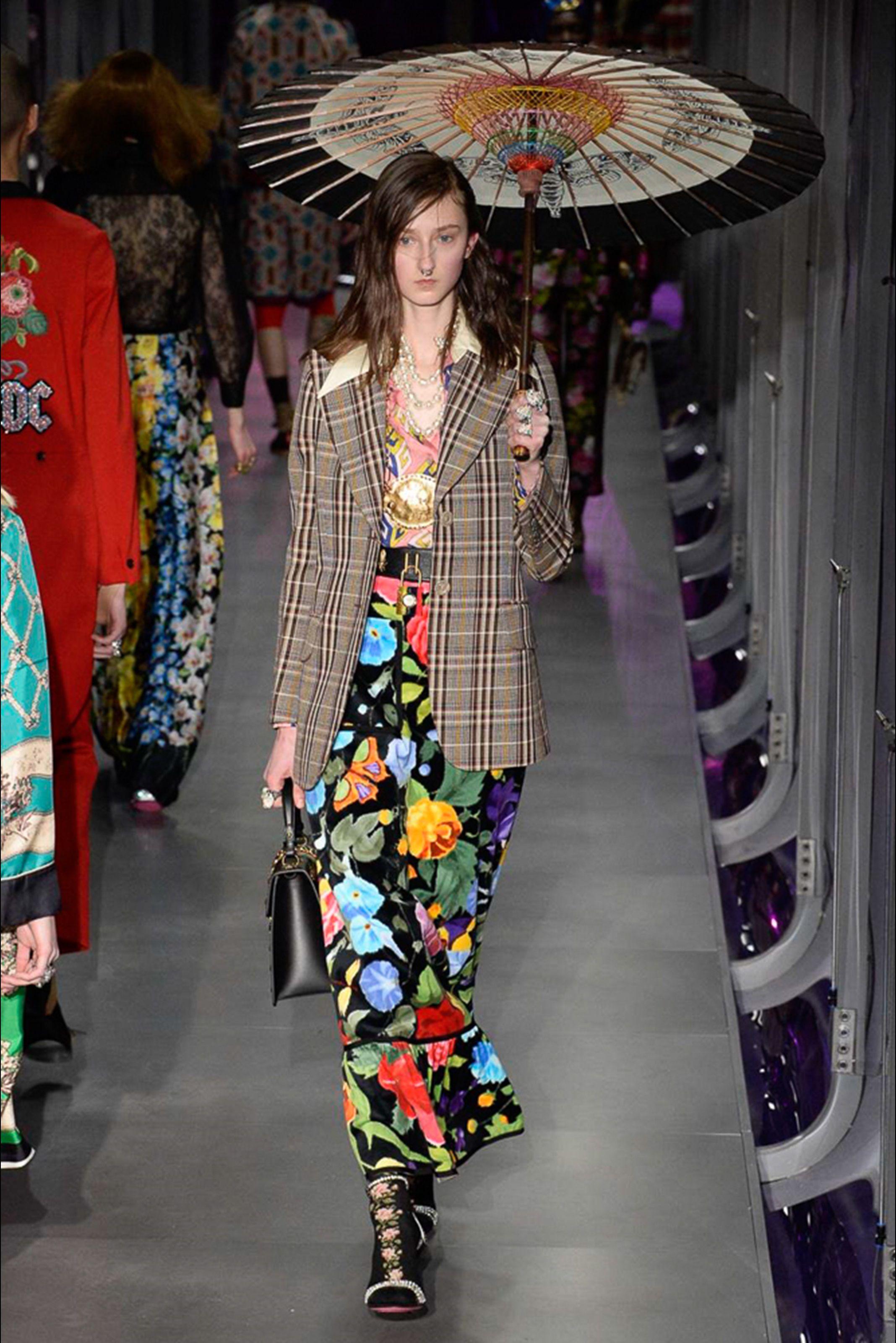 fc5ed955df4c Guarda la sfilata di moda Gucci a Milano e scopri la collezione di abiti e  accessori per la stagione Collezioni Autunno Inverno 2017-18.
