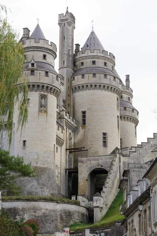 Allie M. Taylor | Travel Blog For Adventure Seekers #castles