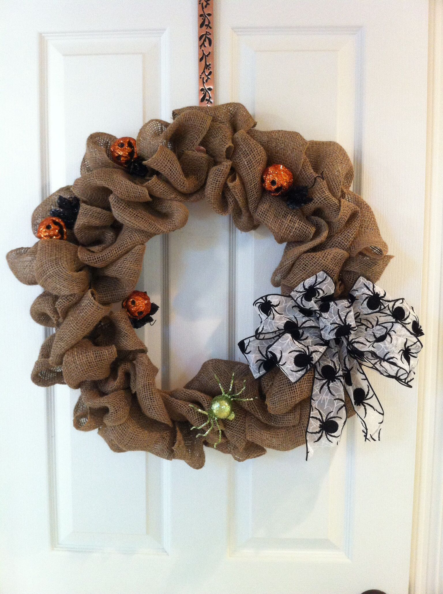 Halloween theme 18 inch burlap wreath with removable bow and decor