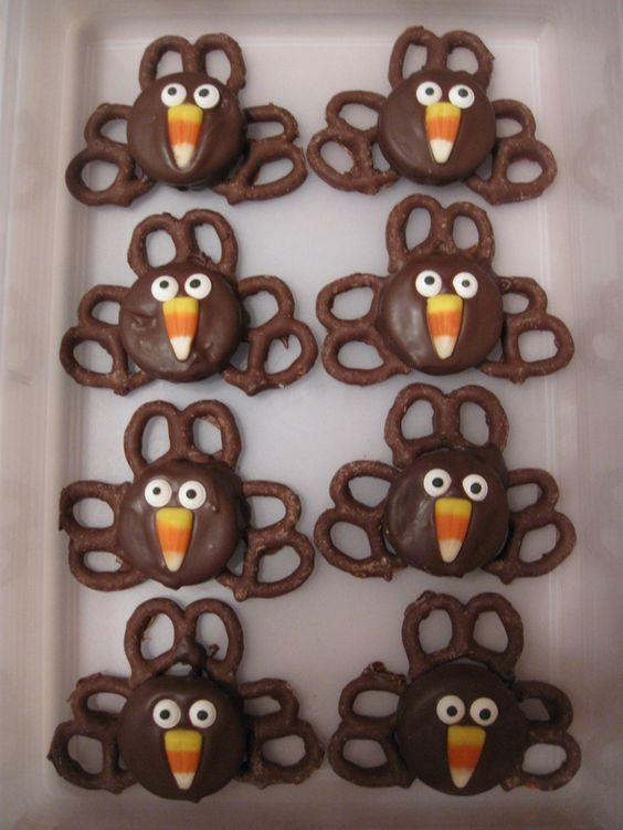 Can't wait for the actual turkey? Have yourself a pretzel turkey treat!