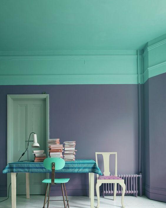 peinture : mur de couleur flashy et plafond couleur originale