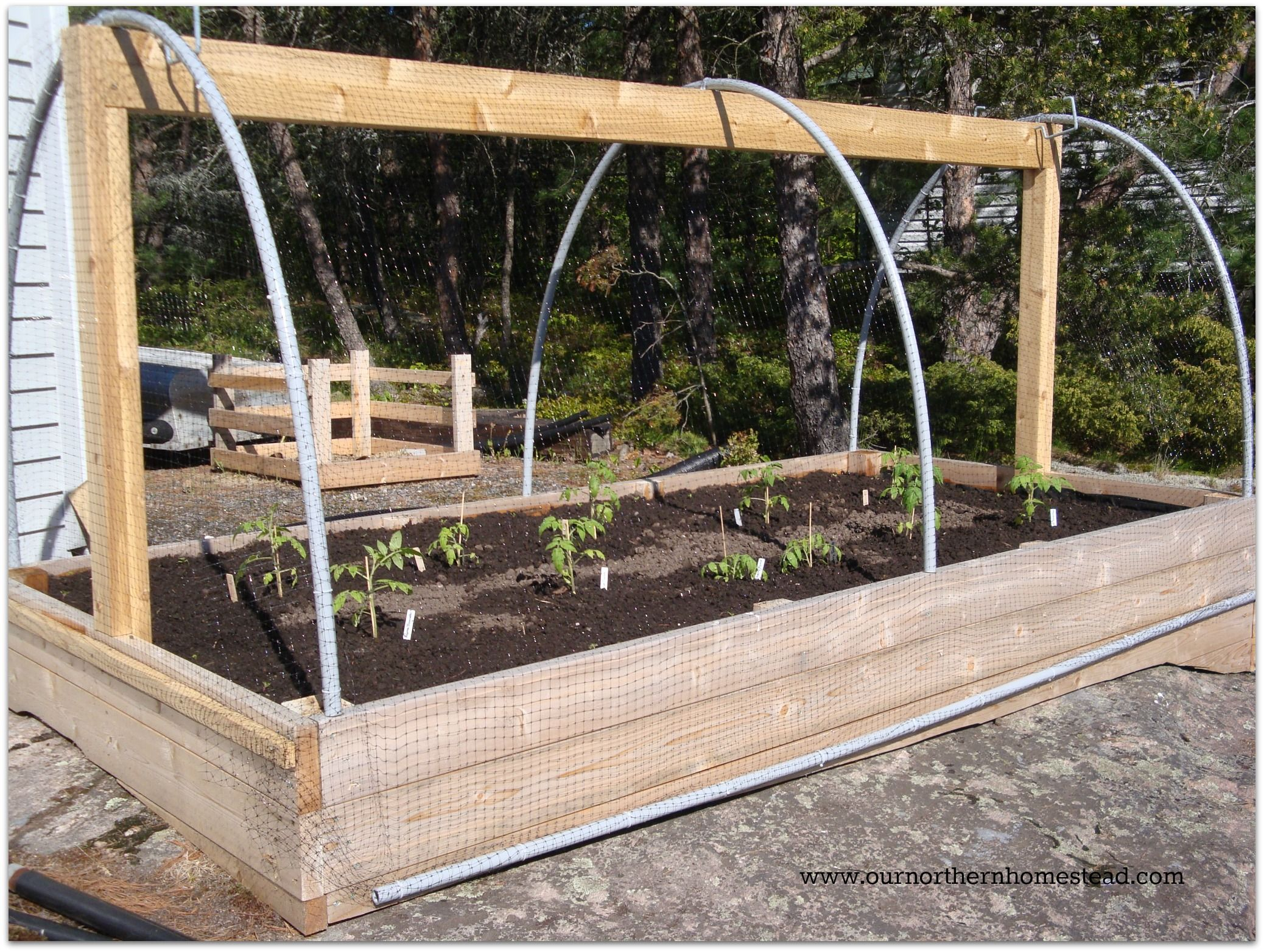 Diy Raised Garden Bed Easy Amp Cheap Way To Keep Animals
