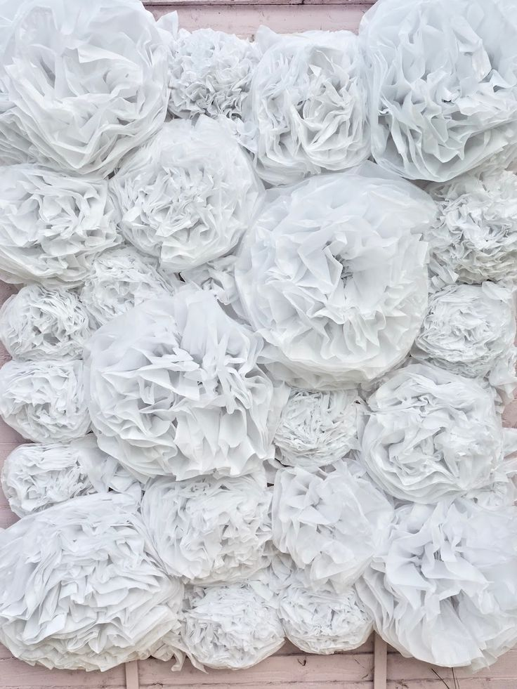 How to make a flower wall, cheap and budget friendly #paperflowerswedding Paper flower wall DIY Nowadays, a party is not a party without a flower wall. Flower walls have become so popular, from weddings and Communions to festivals and pretty bars you are guaranteed to see a floral display. I wanted… #easypaperflowers