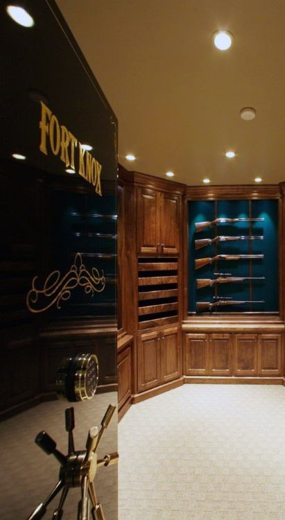 Walk In Safe Enclosed Gun Room ᗩᖇᙢ〇ᖇϒ Pinterest Guns And Storage