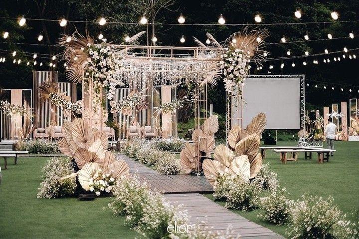 Dekorasi Outdoor Dried Palm Di 2020 Tempat Pernikahan Tema Pernikahan Dekorasi Lorong Pernikahan