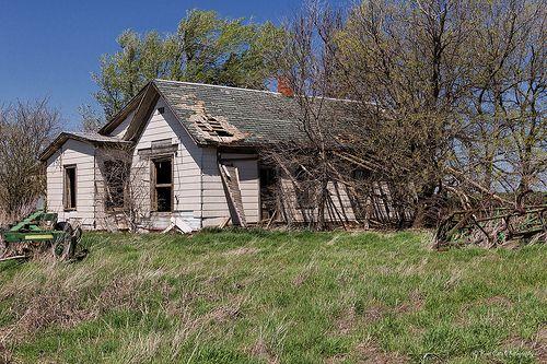 Rundown And Abandoned Farm House Abandoned Houses Abandoned Abandoned Places