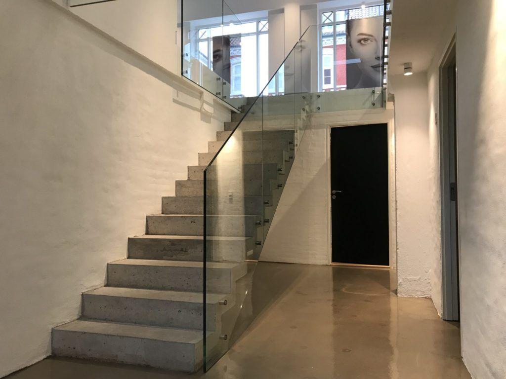 Glasvaern Vaern Boltet Glas Glarmester Betontrappe I 2020 Home Fashion Husdesign Boligrenovering