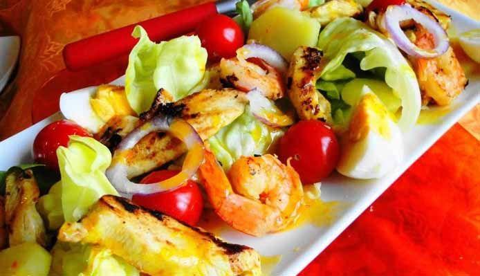 Surinaams eten – Madam Jeanette Chicken (salade met gegrilde kip en garnalen met Madam Jeanette dressing)