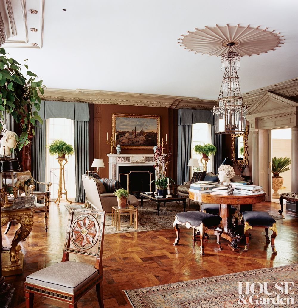 In The Living Room Of A Collector S New York Home A Regency Drum Table Circa 1810 From Axel Vervoordt Is Home Decor House Interior Traditional Living Room