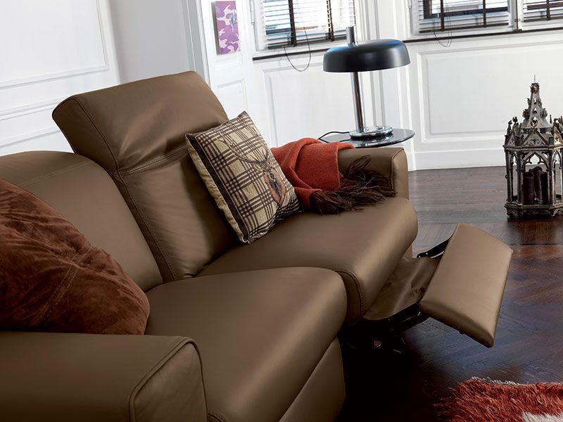 Divano marrone ~ Divano in pelle marrone con meccanismo relax. living e soggiorno