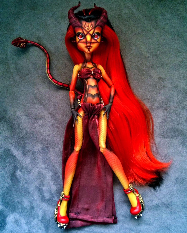 Lilith custom OOAK monster high hybrid Gilda Goldstag and