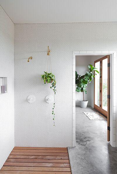 Open Shower Concrete And Wood Mix Concrete Bathroom Open Bathroom Interior