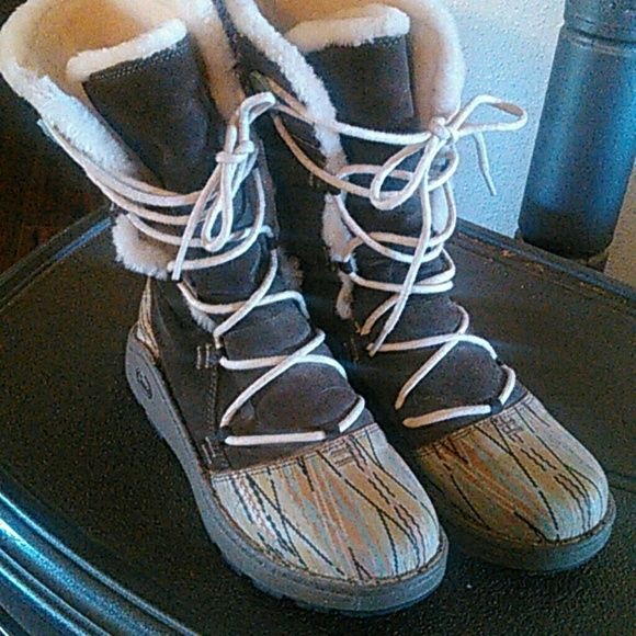 d6c6245d5b9 Chaco winter boots Chaco winter boots. Worn MAYBE 3 times. Fits  comfortablly. Wears just like Chacos ) Chacos Shoes Winter   Rain Boots
