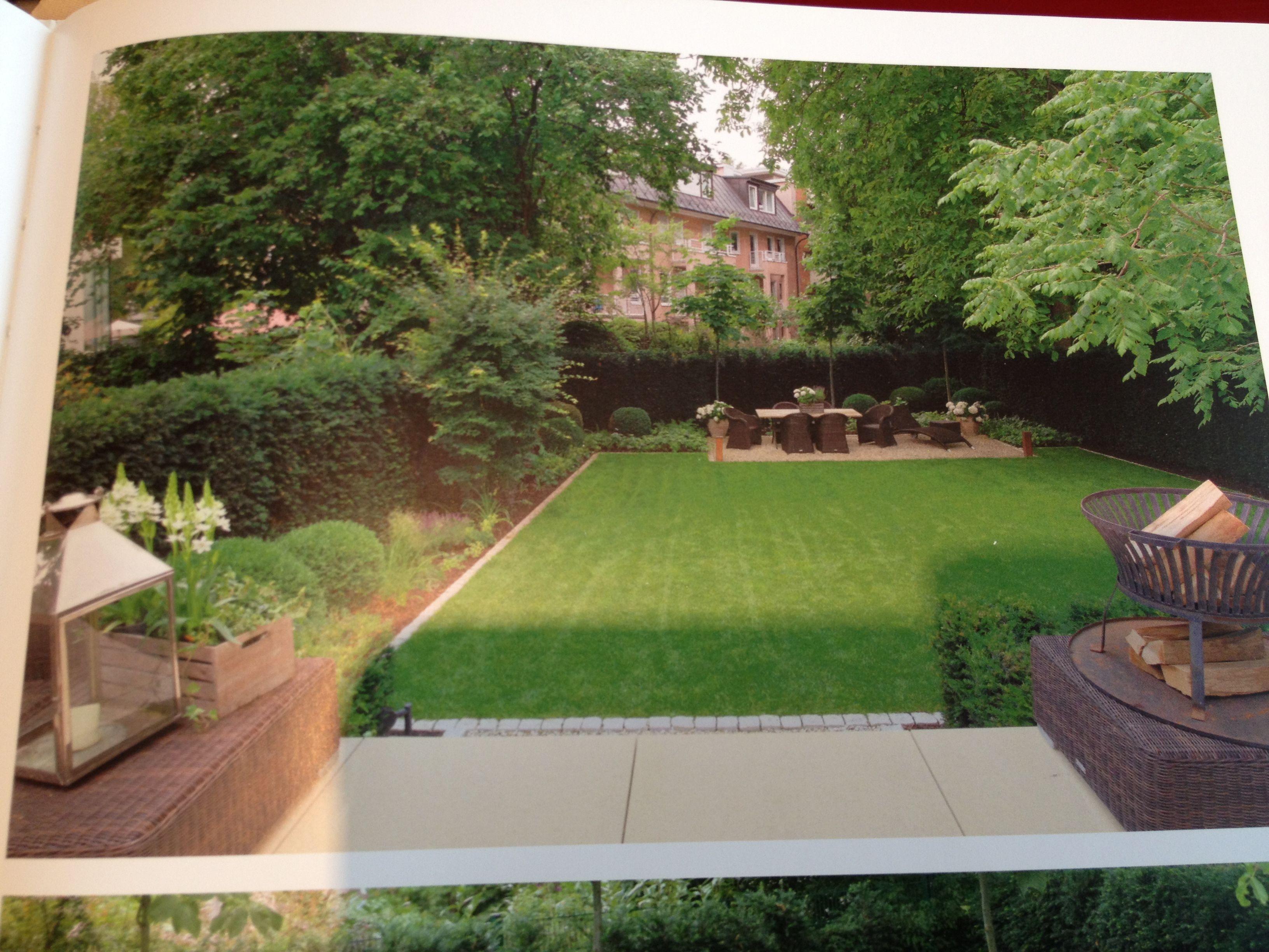 Garten Beetbegrenzung kleine pflasterseine zwischen großen terrassensteinen und rasen