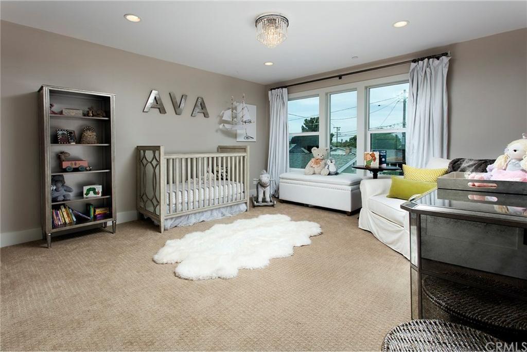 284 Walnut Street, Costa Mesa Home for Sale | Villa Real Estate