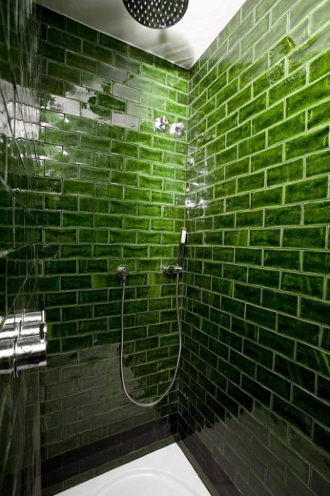 The Hotel Praktik Rambla In Barcelona Has A Very Slytherin Like Shower For Guests To Use Photo Source Http Goo Gl Iuvuxe