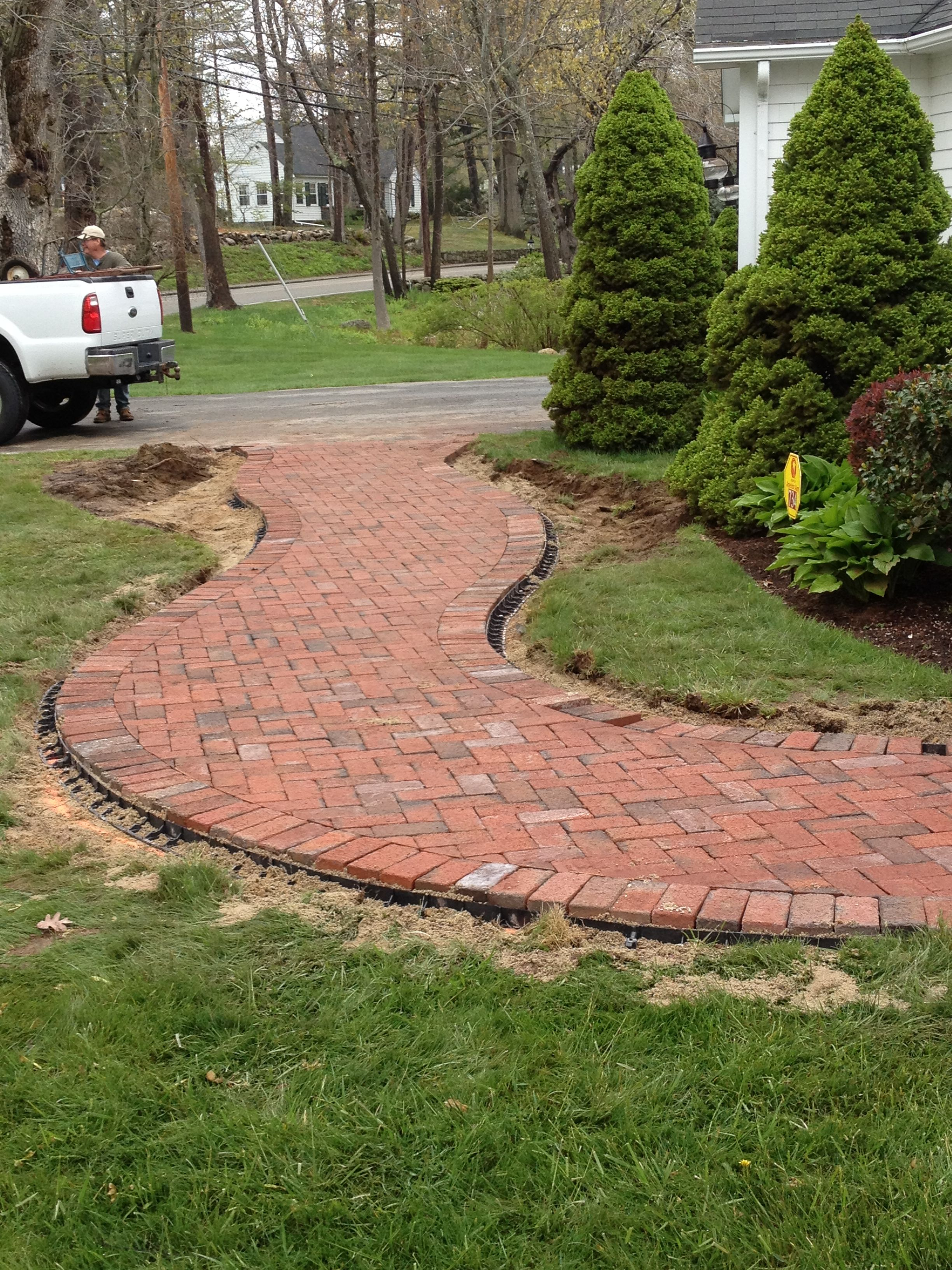 Wide brick walkway would love to do this out back through for Walkway edging ideas
