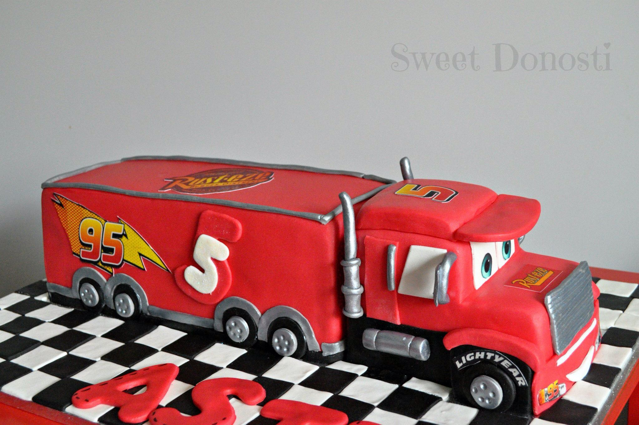 Tarta cami n mack de cars sweet donosti sweet donosti - Cars camion mack ...