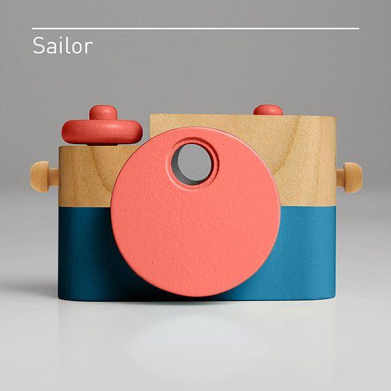 Lutin Marin Jouet En Bois Appareil Photo Par Thetwigco Sur Etsy Beautiful Toys Toy Camera Toys