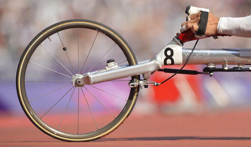 Jung Dong Ho de Corea del Sur se prepara para tomar parte en los 100m T53 en los Juegos Paralímpicos de Londres 2012 en el Estadio Olímpico el 03 de septiembre de 2012. | Créditos: AFP / Leon Neal