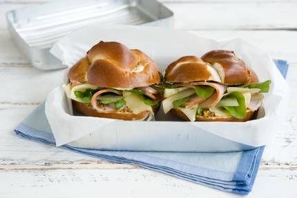 laugen sandwich mit kasseler und senfgurken gurken und g rkchen pinterest lunch. Black Bedroom Furniture Sets. Home Design Ideas