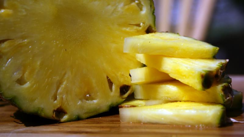 Get a Sweeter, Juicier Pineapple by Flipping it Upside Down
