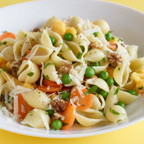 Healthy pasta with peas, carrots, cauliflower and walnuts.