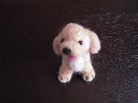 サイズ/高さ約9cm 重さ30g耳のたれた子犬の人形少し上目づかいでこちらを見ています ハンドメイド、手作り、手仕事品の通販・販売・購入ならCreema。