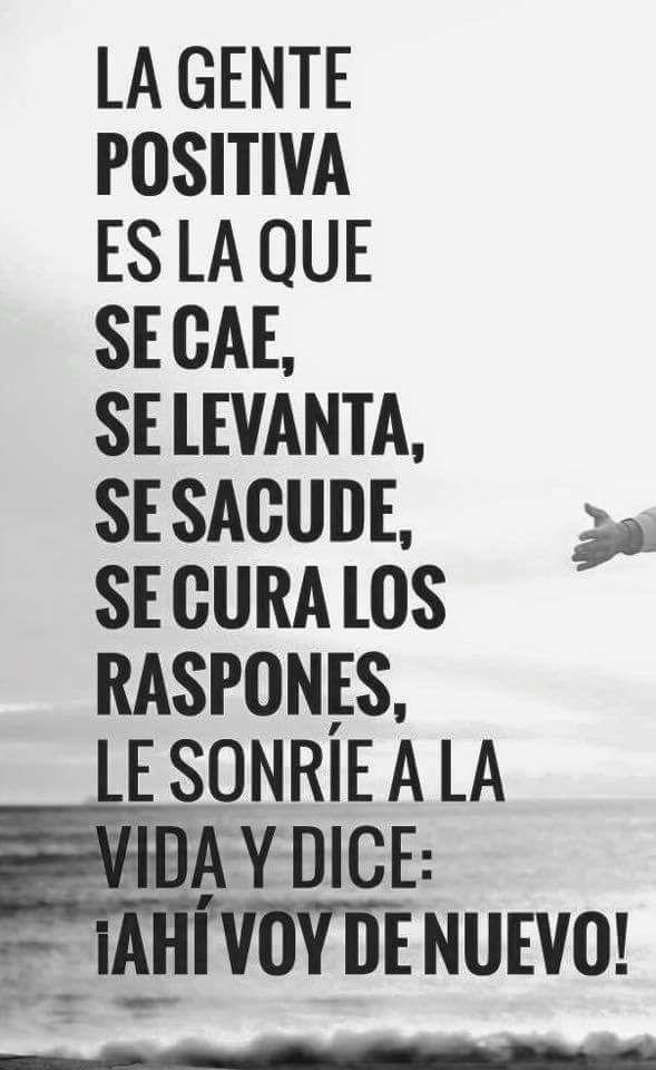 La #GentePositiva es la que se cae, se levanta, se sacude, se cura los raspones, le sonríe a la vida y dice: Ahí voy de nuevo!