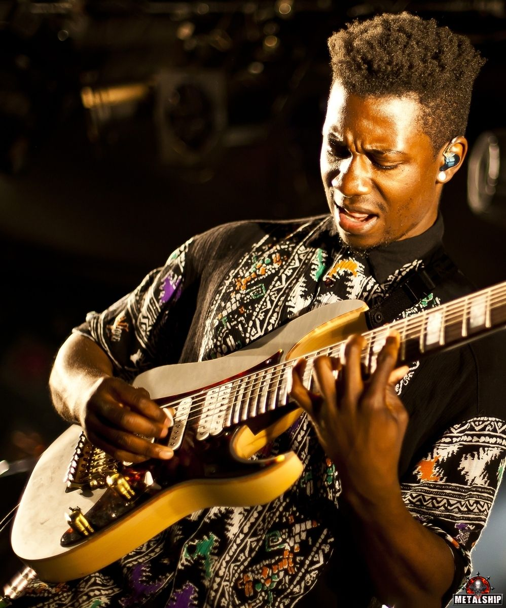 Animals As Leaders Tosin Abasi With Images Guitar Guitar For Beginners