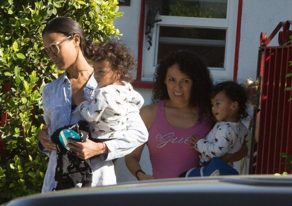 Zoe Saldana Photos Photos - Actress Zoe Saldana, her twins Cy and Bowie, and other family members are spotted out grocery shopping at Bristol Farms in West Hollywood, California on November 23, 2016. Zoe Saldana and Her Family Go Grocery Shopping at Bristol Farms