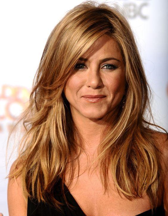 Jennifer aniston cheveux tres long