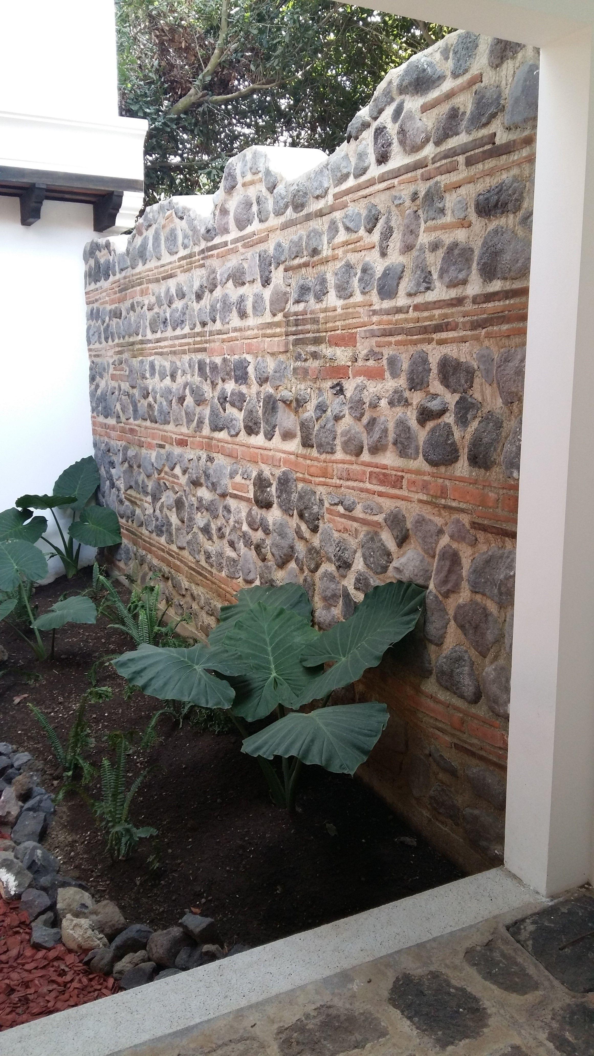 gaviones decorativos mil anuncios com para piedras 134526673 3 Muro de piedra en Antigua Guatemala.