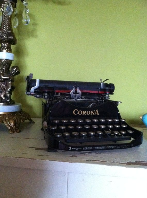 Corona No. 3 Typewriter Circa 1913 - mucho expensivo but so cute.