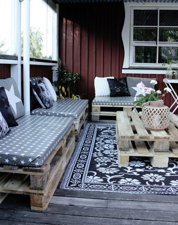 Omtyckta altan 2013, klä in madrasser till lastpallar, matta svartvit rusta IW-91