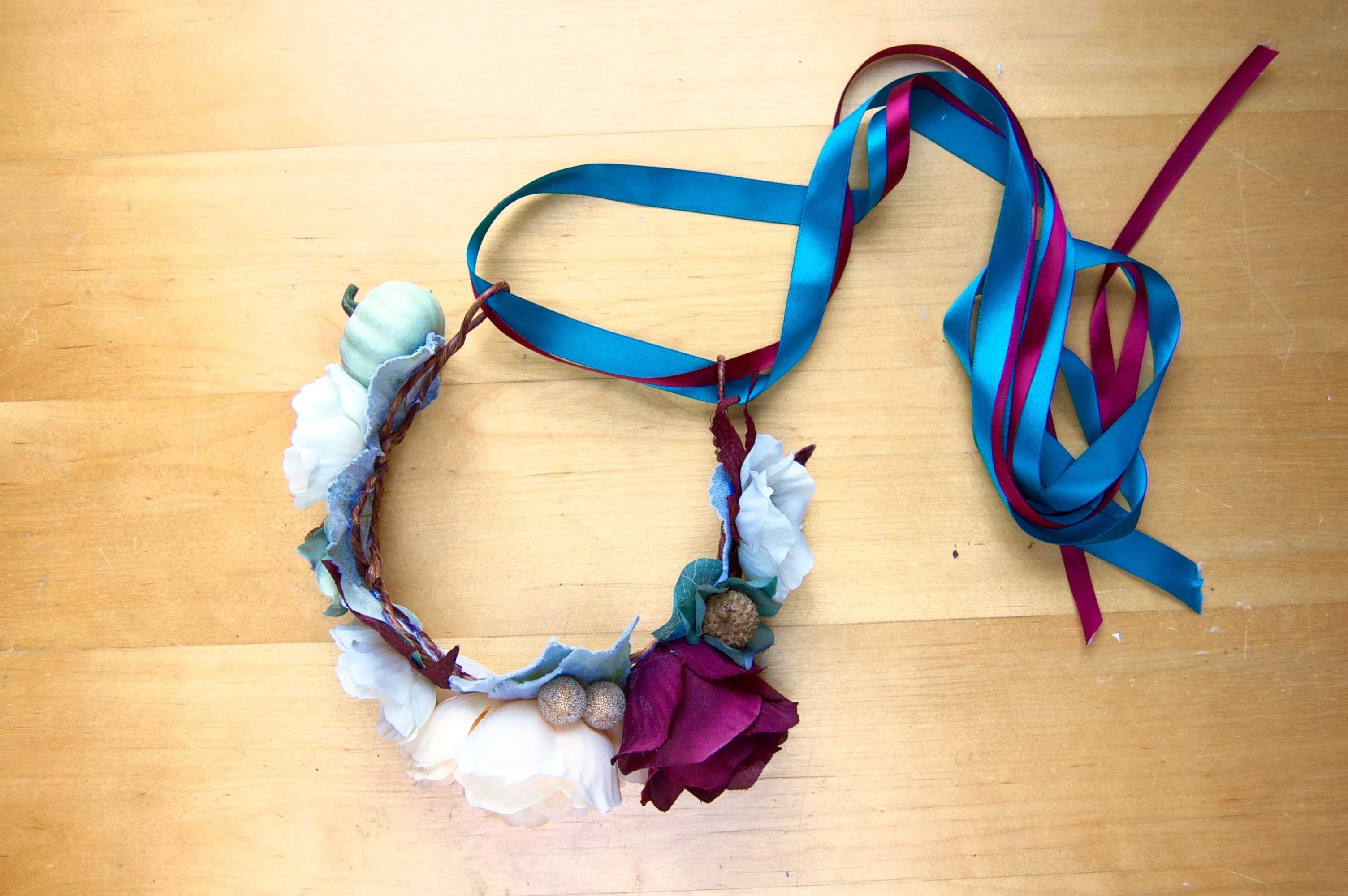 Flower crown diy tutorial how to make your own flower crowns flower crown diy tutorial how to make your own flower crowns izmirmasajfo Images