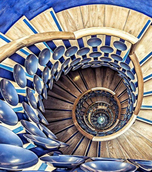25 Pretty Painted Stairs Ideas: Découvrez Les 25 Plus Beaux Escaliers En Spirale Du Monde