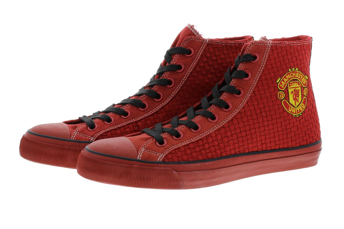 Manchester United Footwear Men lace-up sneaker, ankle high with a big Manchester United logo on the ankle. Soft twisted fabric as well as a removable leather insole for maximum comfort and optimum fit. The outer sole as well as the...
