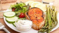 Das Abendessen ist die perfekte Gelegenheit, den Tag ausklingen zu lassen und sich eine gesunde, leichte Mahlzeit ohne Kohlenhydrate zu gönnen.