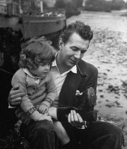 The Most Iconic Photographs of All Time - LIFE #BenAffleck #CamGigandet #CelebrityBabies #CelebrityDads #CelebrityGuys #CelebrityMoms #CelebrityNews