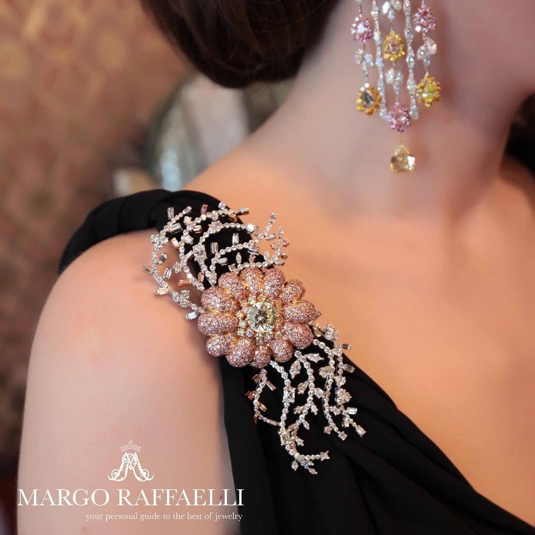 I felt like Greek goddess wearing these @moussaieffjewellers brooch and chandelier earrings ❤️ Credit: www.margoraffaelli.com