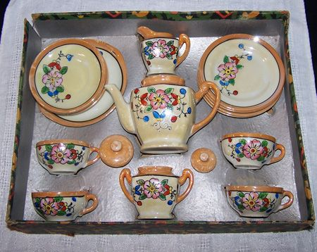 Little Hostess tea set. My Grandmas set from her childhood that I got to use with her when I was little. #teasets