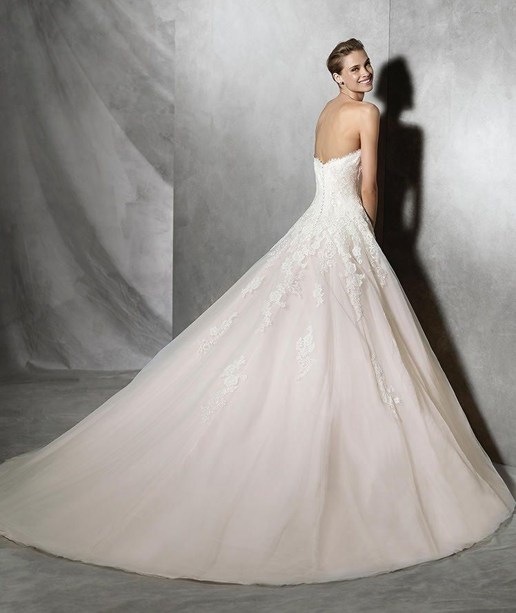 TOSHA- Princess dress with sweetheart neckline in tulle with lace ...